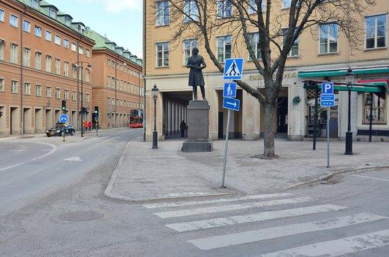 Lars Johan Hierta monument