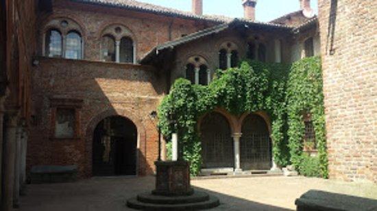 Scaldasole, Italia: Loggia del castello.