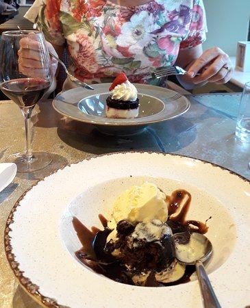 Stonecross Manor Hotel: Yummy desserts