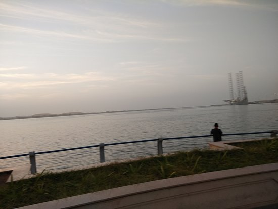 الكورنيش: The Corniche