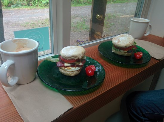 Egmont, Kanada: Breakfast sandwich to die for. Thoroughly recommend. Excellent lattes as well.