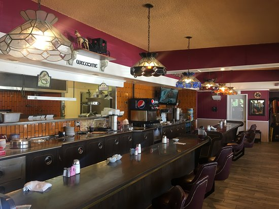 Oakdale, CA: Vintage style bar