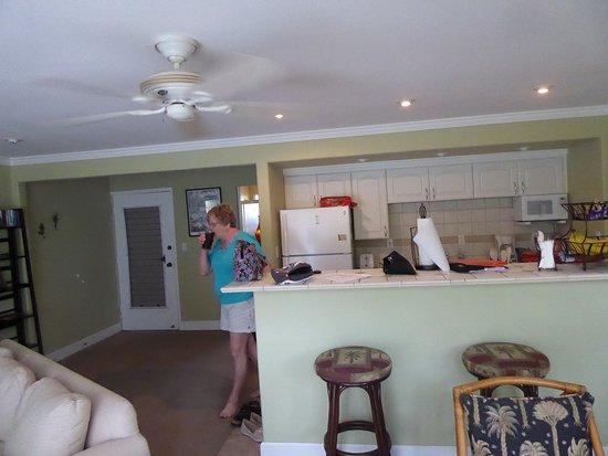 Maui Sands: Kitchen aera