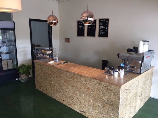Pinnaroo, ออสเตรเลีย: Our cosy little shop.