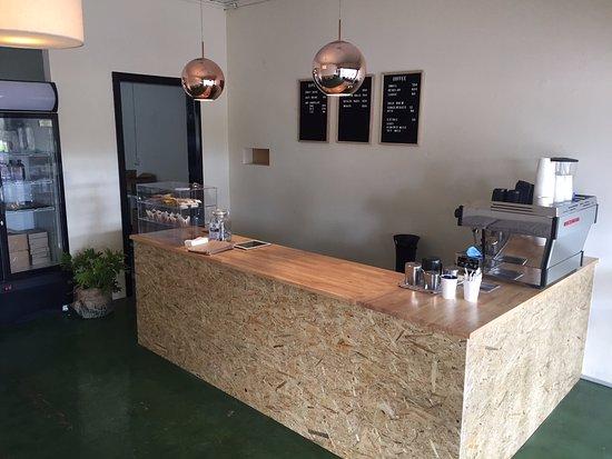 Pinnaroo, Australia: Our cosy little shop.