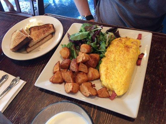 Cornerstone Cafe: omelette & toast