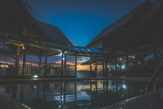 Yard Beach House: Awesome Nights in the Pool