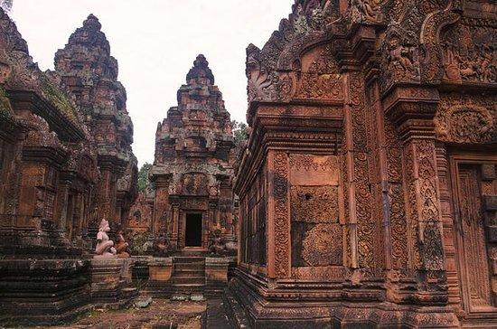 Temple rose Banteay Srei et village...