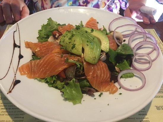 O'Brasseur: salade de saumon et avocat