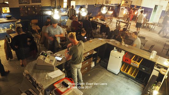Ghent, Belgium: Gent glas, Come in, have a beer and watch some fantastic glassblowing!