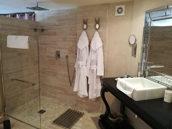 La Roquette-sur-Var, فرنسا: La salle de bain
