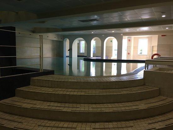 Castelvecchio Pascoli, Italien: Indoor pool quiet on a sunny day