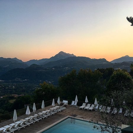 Castelvecchio Pascoli, Italy: Watch the sun go down