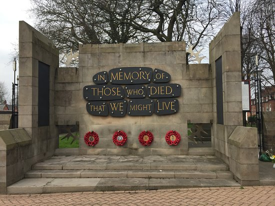 Tamworth, UK: War Memorial