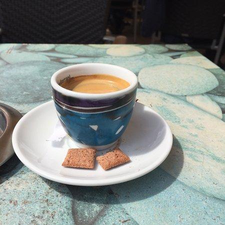 Cafe Soller: Waren hier nur um etwas zu trinken personal unfreundlich zum Espresso gab es dann trauriger Weis