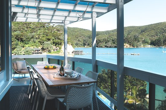 Kawau Island, New Zealand: Outdoor dining - main lodge