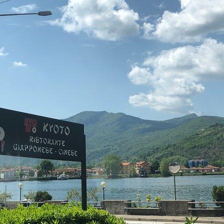 Porto Ceresio, إيطاليا: Sicht auf den See