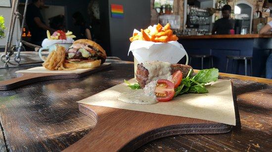 Cafe Manhattan: 200g Ostrich fillet, sauce, rocket & sweet potato fries