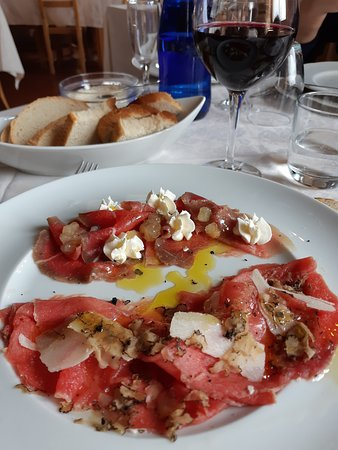 Trisobbio, Italy: carpaccio al tartufo