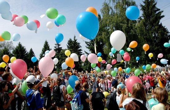 Greifensee, Sveits: Kinderferiencamp (Polysportiv-Frühling/Sommer/Herbst-Tagesbetreuung und Transport)