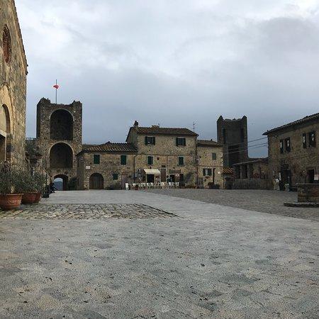 Castello Monteriggioni: photo2.jpg