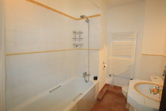 Pinos del Valle, Spanien: De badkamer van kamer 1