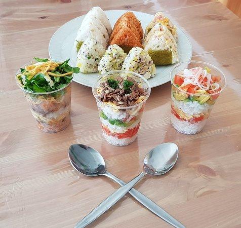 Kuroneko Cafe: Our first test Bento Cups and Onigiri!