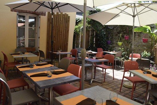 Coueron, Francja: la terrasse dans la cour intérieure