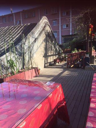 Double Happiness Beijing Courtyard Hotel: Outside common area