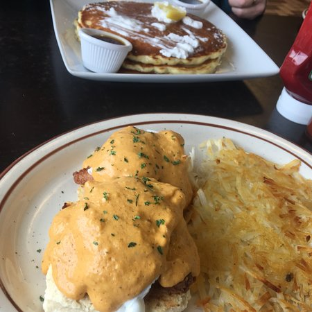 Ronan, มอนแทนา: Oh my bene and lemon poppy pancakes