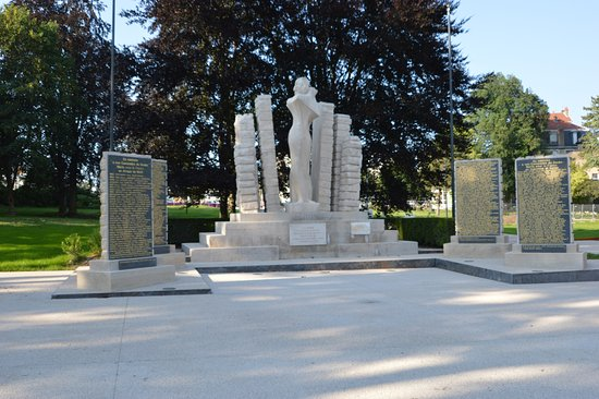 Besancon, France: Le Monument aux morts de la Promenade des Glacis