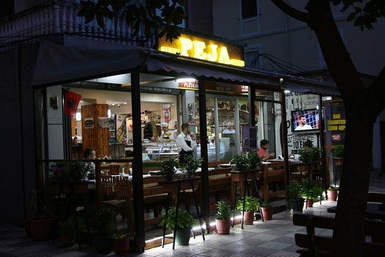 Peja Grill: outside