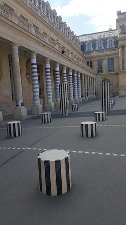 Jardin du Palais Royal: Les colonnes de Buren