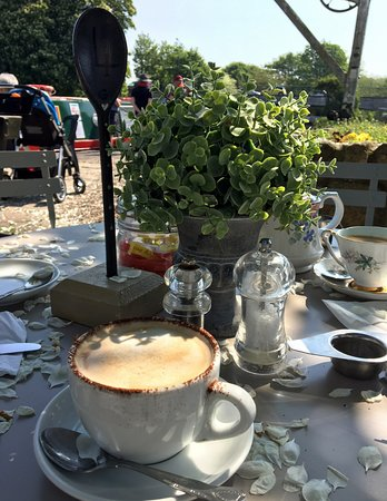 Teashop by  the Canal: Outside setting