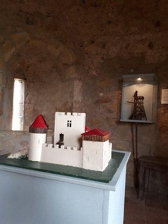Semur-en-Brionnais, Γαλλία: Château Saint Hugues mai 2018