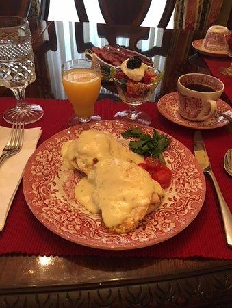 Natchitoches, LA: Eggs Jefferson!!! Greg's own yummy recipe!!