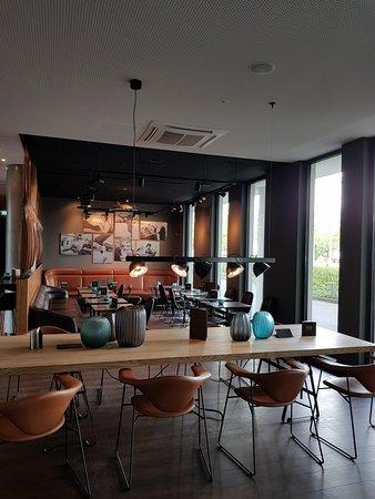 Motel One Hamburg Airport: 20180427_164303_large.jpg