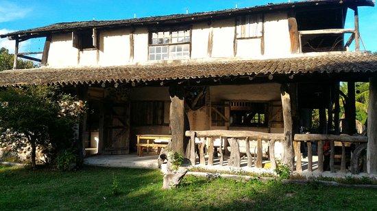 Mucuri, BA: Nossa casa construída de Pedra, adobe, madeira de demolição e reaproveitamento.