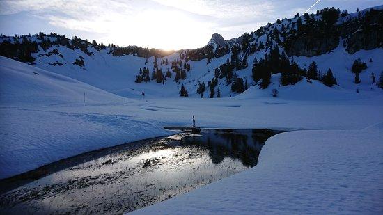 Schroecken, Austria: Sonnenaufgang am See