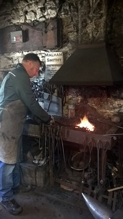 ‪Malham Smithy Blacksmith Course‬