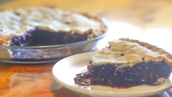 Harbourview Restaurant: Delicious homemade pies!