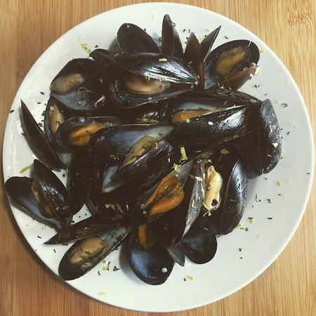 Harbourview Restaurant: Classic steamed muscles!