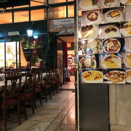 Tabepna atene plaka ristorante recensioni numero di for Ristoranti ad atene