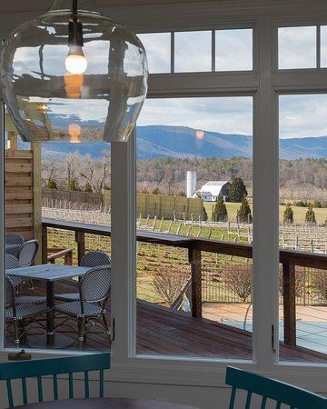 Crozet, VA: Patio Overlooking Vineyards