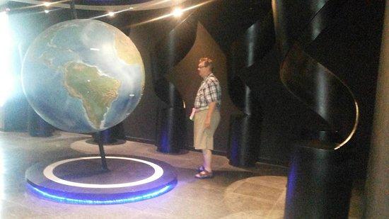 Gem Museum: world globe showing areas of gem deposits