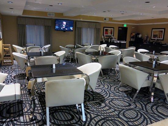 Best Western Plus Airport Inn & Suites: The breakfast area