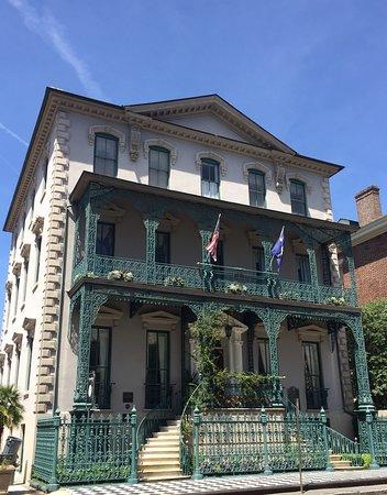 John Rutledge House Inn from front