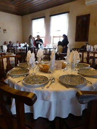 Hanedan Kervansaray: Servicio de mesa