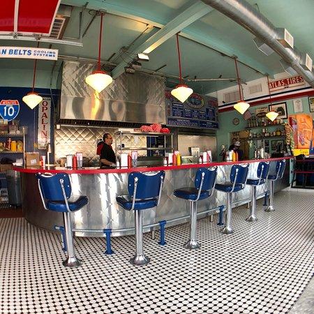 Bing's Burger Station : Looks great inside!
