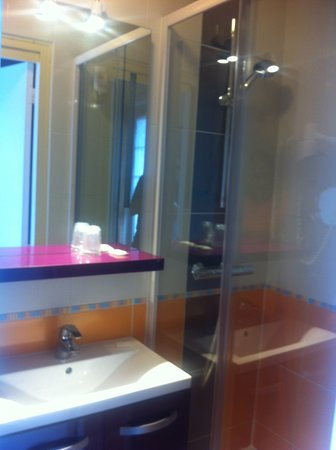 Hotel du Lion d'Or: Nice new bathroom